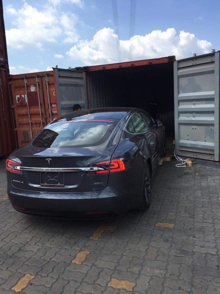Tesla Model S 100D có giá khởi điểm 2,2 tỷ đồng tại nước ngoài