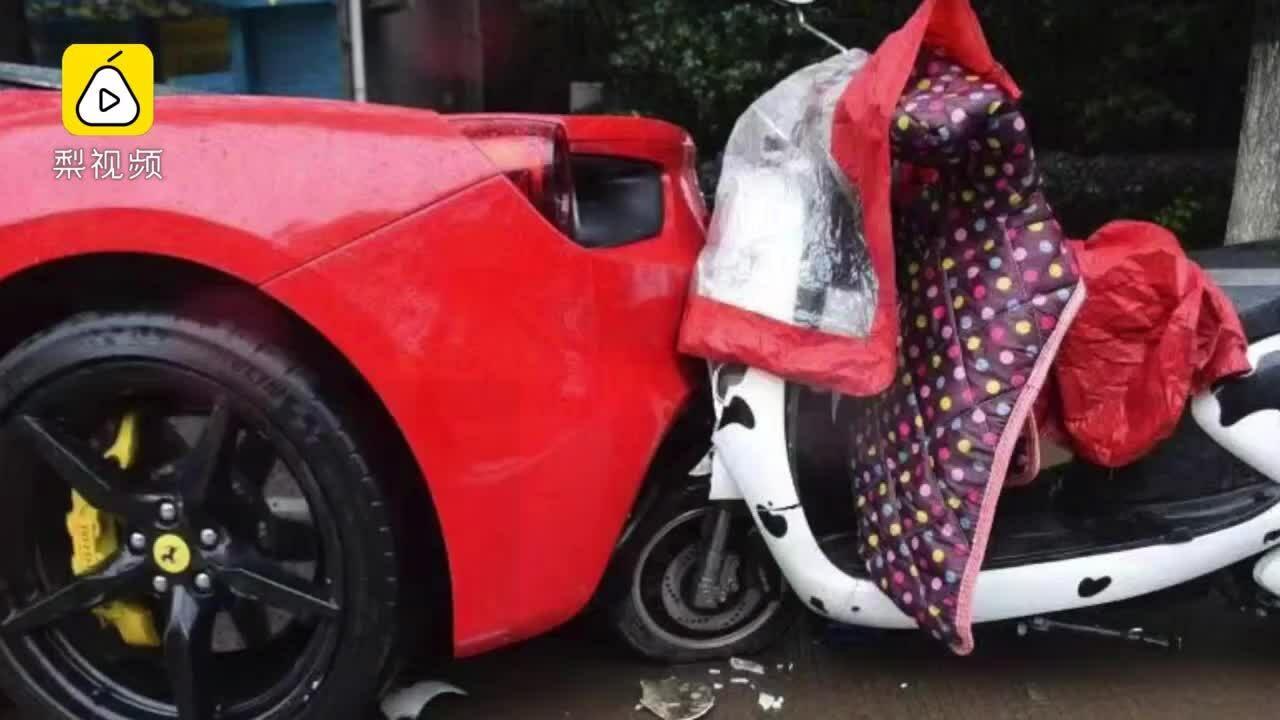 Hiện trường vụ tai nạn của xe điện và siêu xe Ferrari 488 GTB