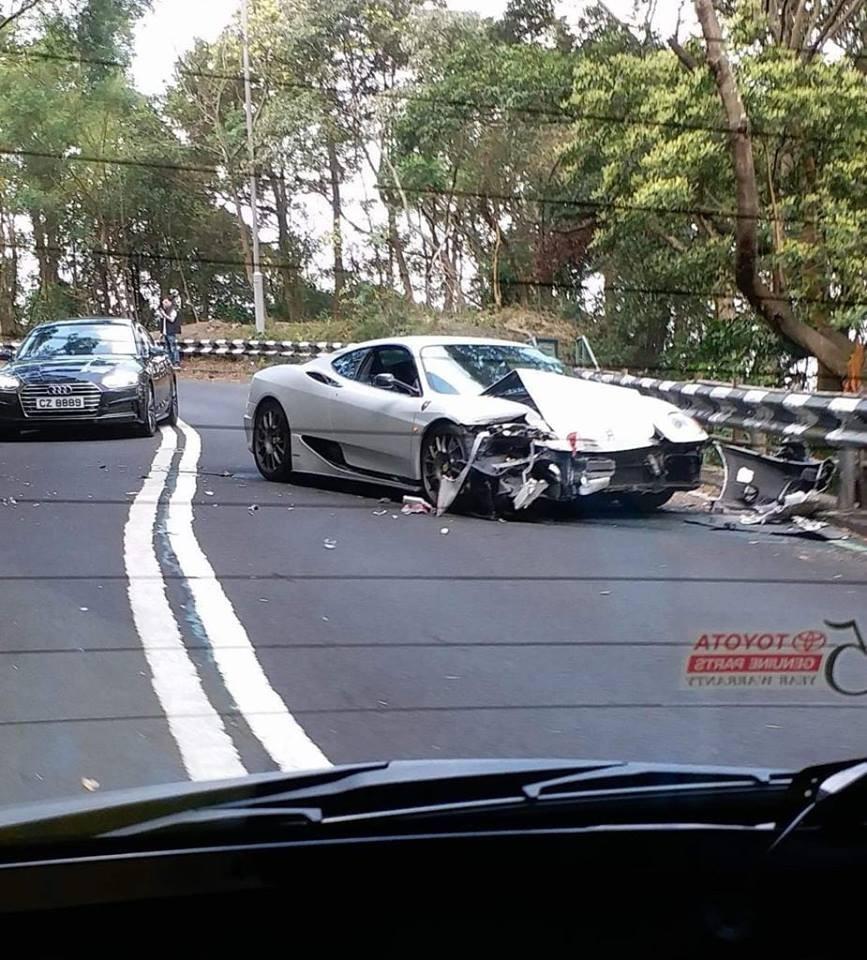 Hiện trường vụ tai nạn của siêu xe Ferrari 360 Modena