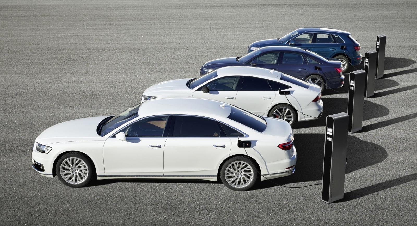Bốn chiếc xe có hệ truyền động giống nhau ngoại trừ sự vượt trội của A8