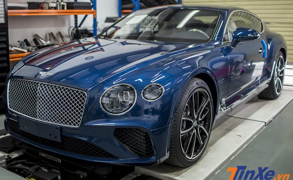 Bentley Continental GT đời 2018 mang màu xanh