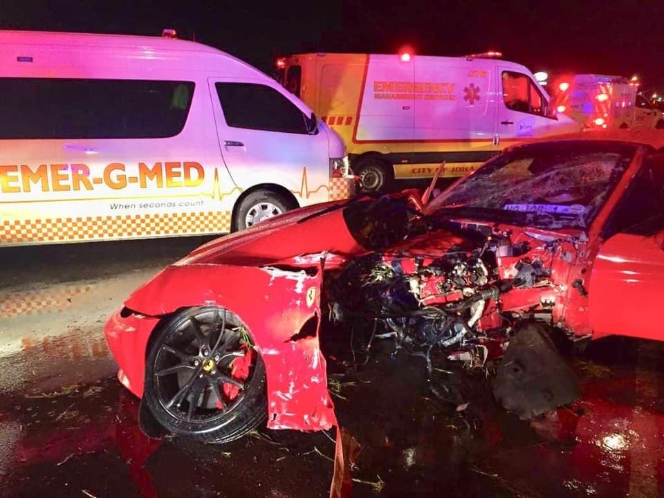 Tai nạn siêu xe Ferrari California này khiến người xem không khỏi rùng mình