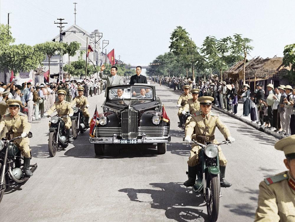 Khi sang thăm Việt Nam vào năm 1958, chủ tịch Kim Nhật Thành từng được chở trên chiếc ZIS 110B, phiên bản mui trần của ZIS 110