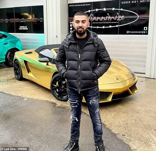 Anh Sira và chiếc Lamborghini Gallardo Spyder mạ crôm khi vụ cháy chưa xảy ra