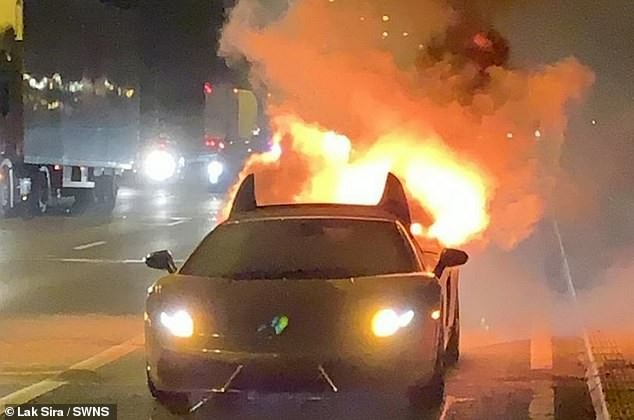 Chiếc Lamborghini Gallardo Spyder bốc cháy từ khoang phía sau