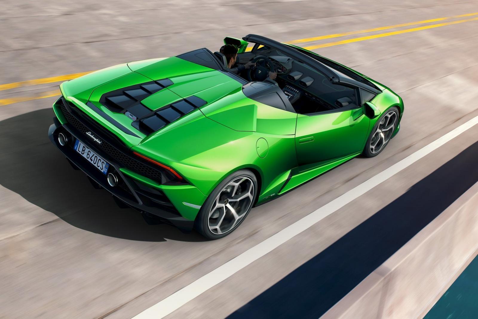 Khi tốc độ xe dưới 50 km/h, chủ nhân vẫn có thể thực hiện đóng mở mui