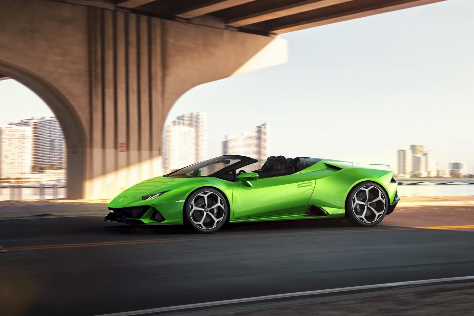 Lamborghini Huracan Evo Spyder sử dụng khối động cơ V10 cho công suất tối đa 640 mã lực