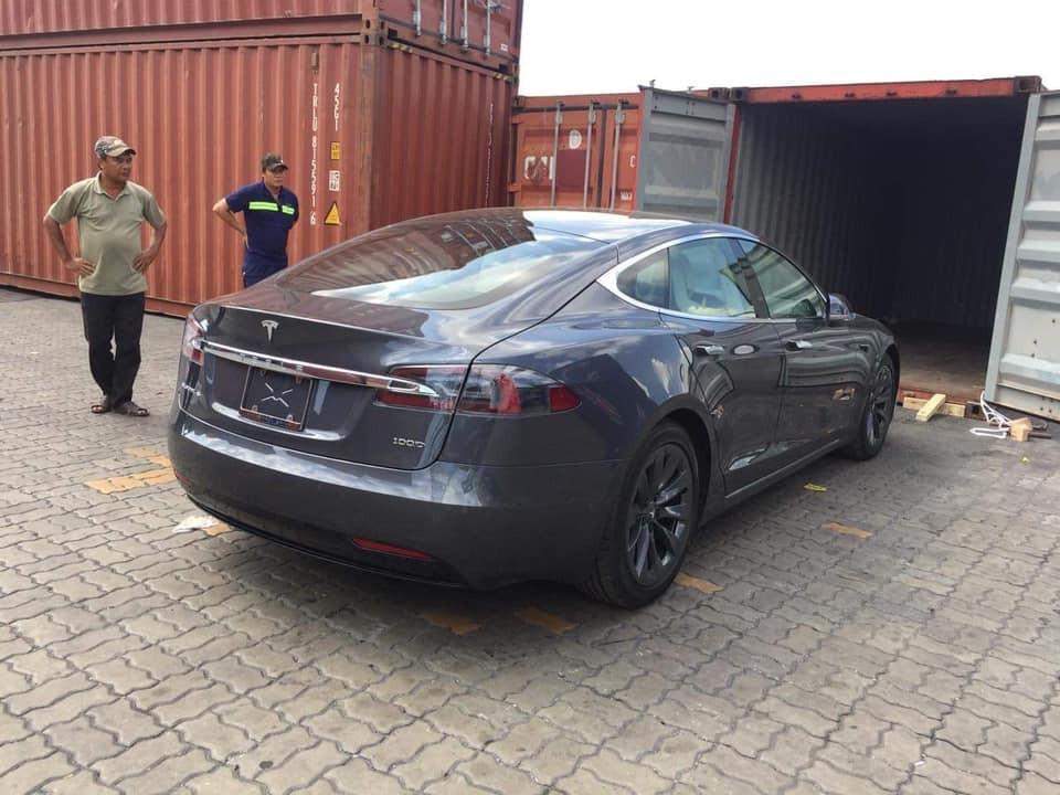 Tesla Model S 100D đầu tiên cập bến Việt Nam