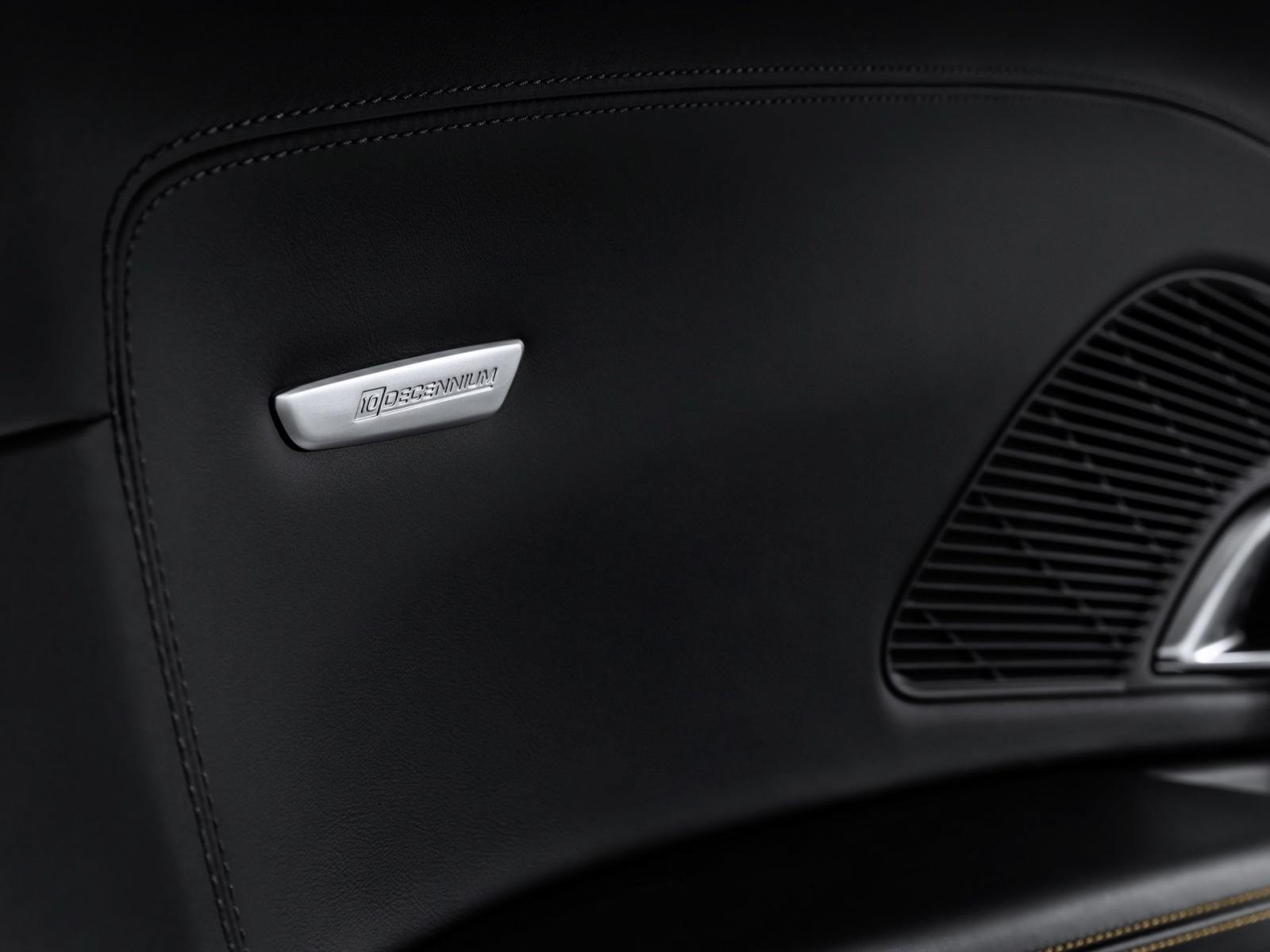 Logo đặc biệt trên mặt cửa của Audi R8 Decennium 2019