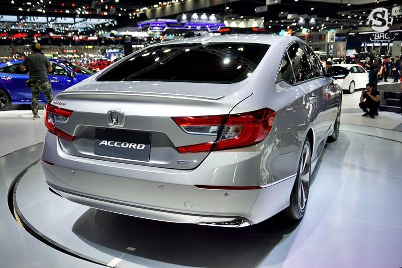 Cận cảnh thiết kế đuôi xe của Honda Accord 2019