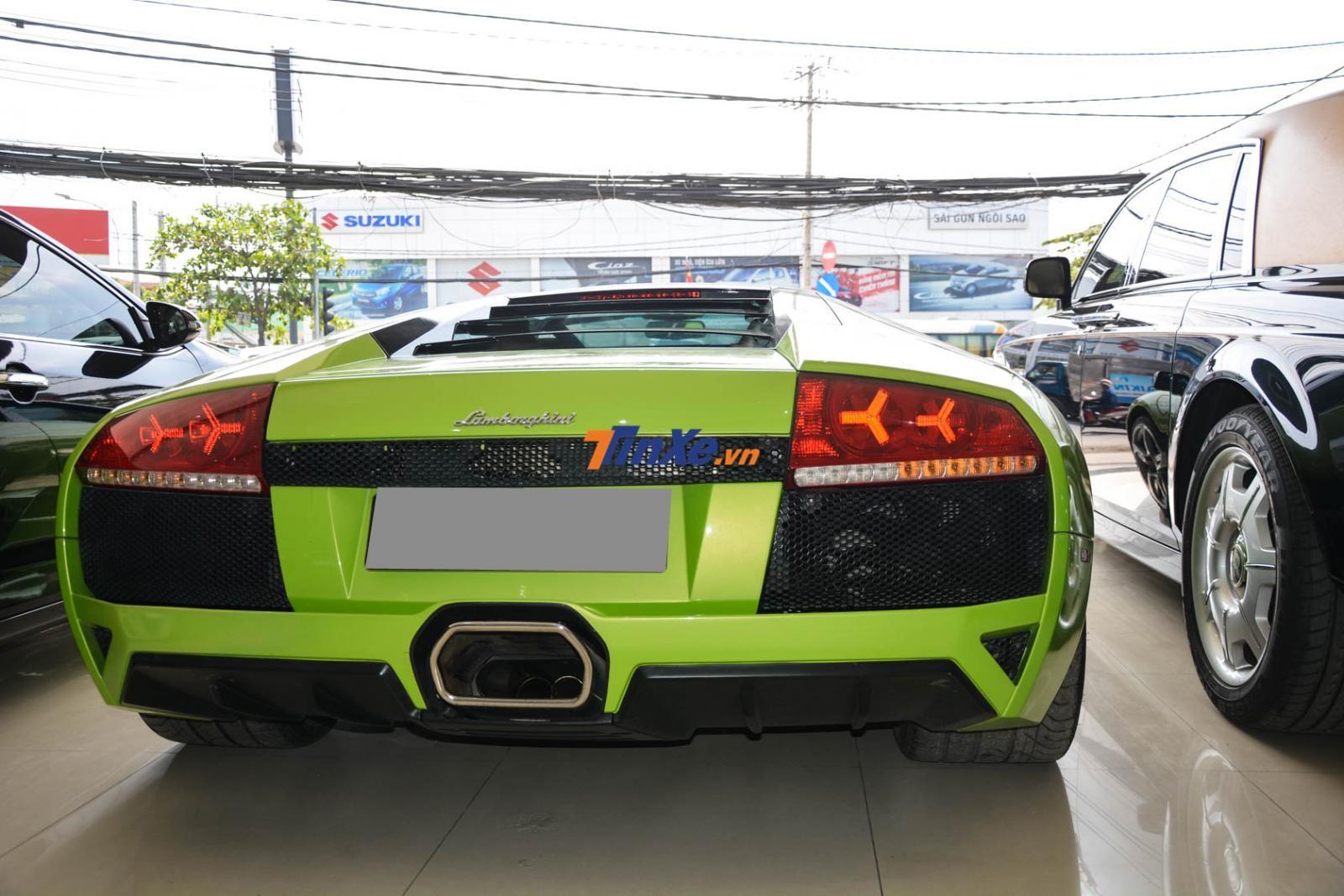 Màu sơn của chiếc siêu xe Lamborghini Murcielago LP640 này có tên gọi Verde Ithaca