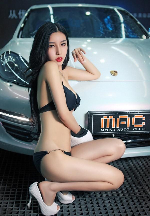 Người mẫu xe diện bikini gợi cảm để tiện rửa chiếc Porsche bóng nhoáng - 10