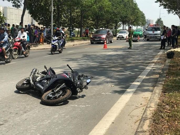 Chiếc Honda CBR150R của nam thanh niên tại hiện trường vụ tai nạn