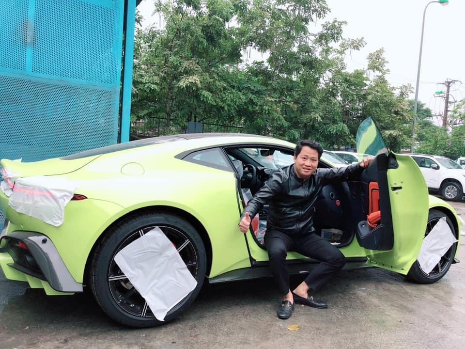 Còn đây là chiếc siêu xe Aston Martin V8 Vantage 2018 đầu tiên về Việt Nam