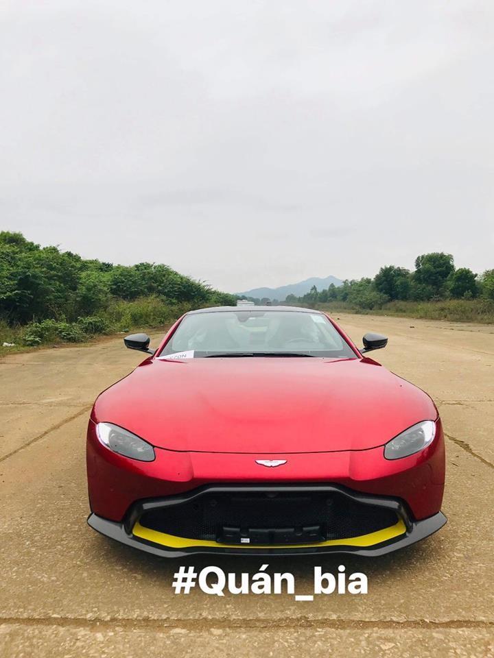 Cận cảnh phần đầu siêu xe Aston Martin V8 Vantage 2018