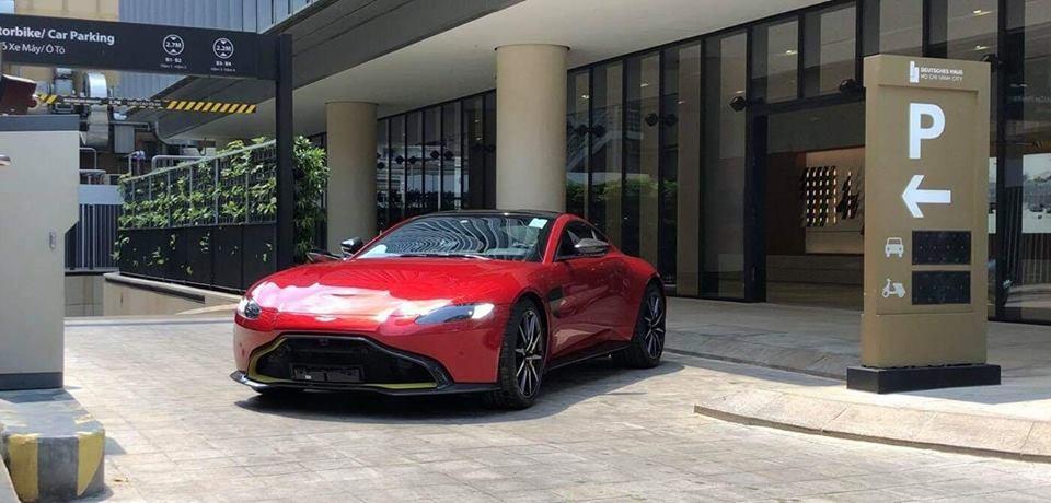 Siêu xe Aston Martin V8 Vantage 2018 chính hãng thứ 2 tại Việt Nam mới được vận chuyển vào Sài thành