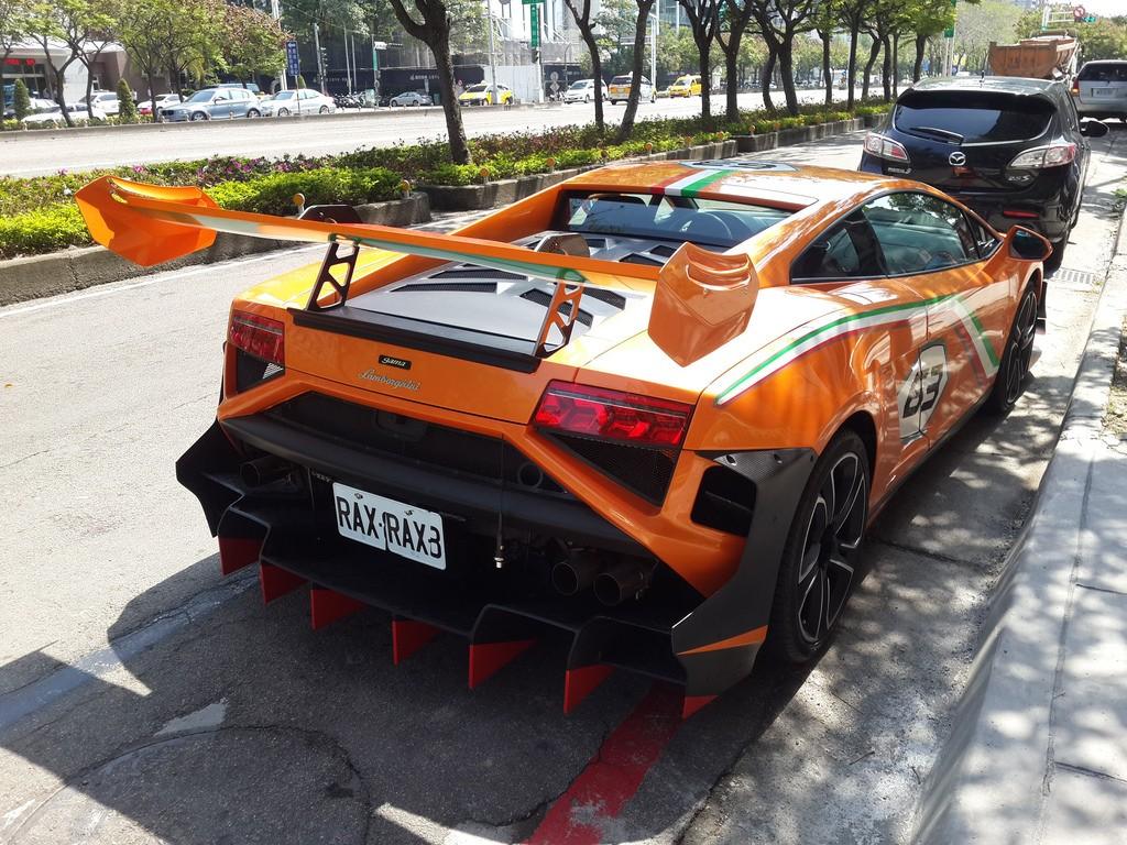 Phần đuôi xe Lamborghini Gallardo LP 560-4 Macau GP tạo dáng rất dữ dằn