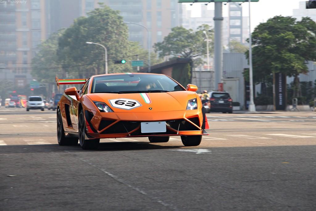 Và đây là chiếc Lamborghini Gallardo LP 560-4 Macau GP mang màu cam