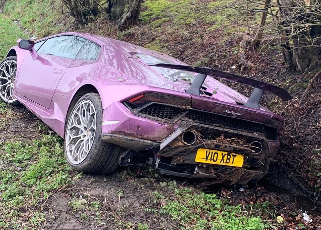 Chủ nhân của chiếc Lamborghini Huracan đã nhanh chóng rời khỏi hiện trường