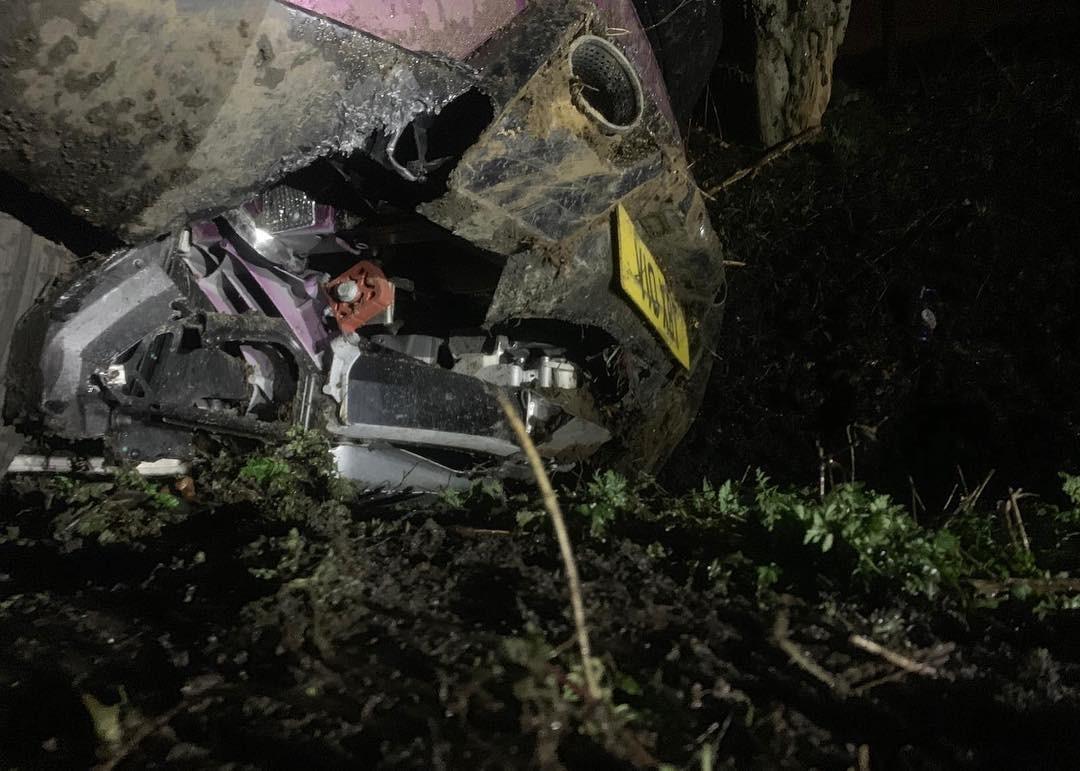 Chiếc siêu xe Lamborghini Huracan đã bị vỡ một số chi tiết dưới gầm