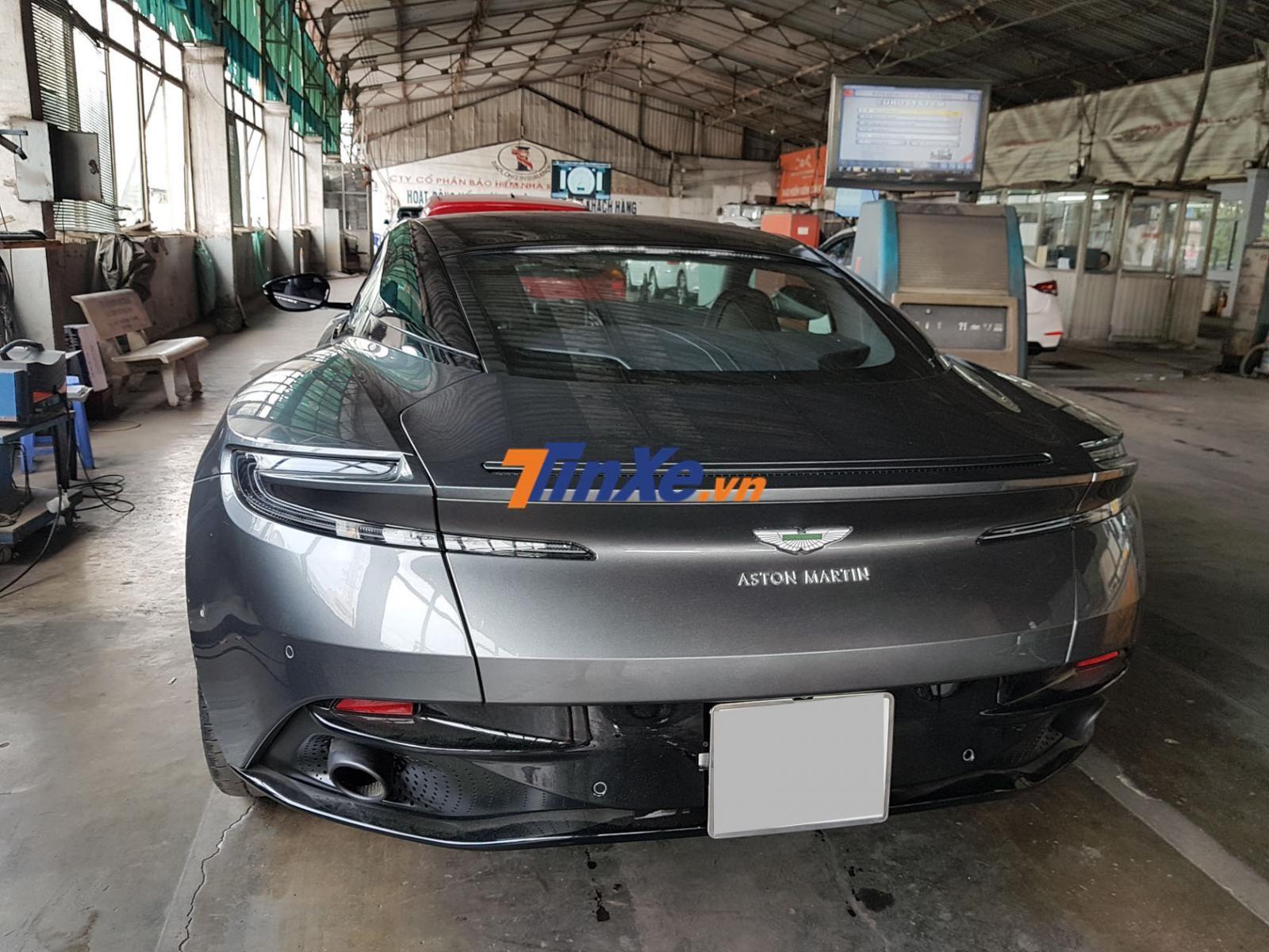 Người sở hữu siêu xe Aston Martin DB11 đầu tiên Việt Nam là 1 đại gia quận 2