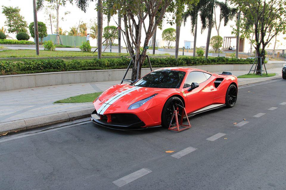 Đây chính là chiếc xe có thành tích bị khoá bánh nhiều nhất ở Việt Nam