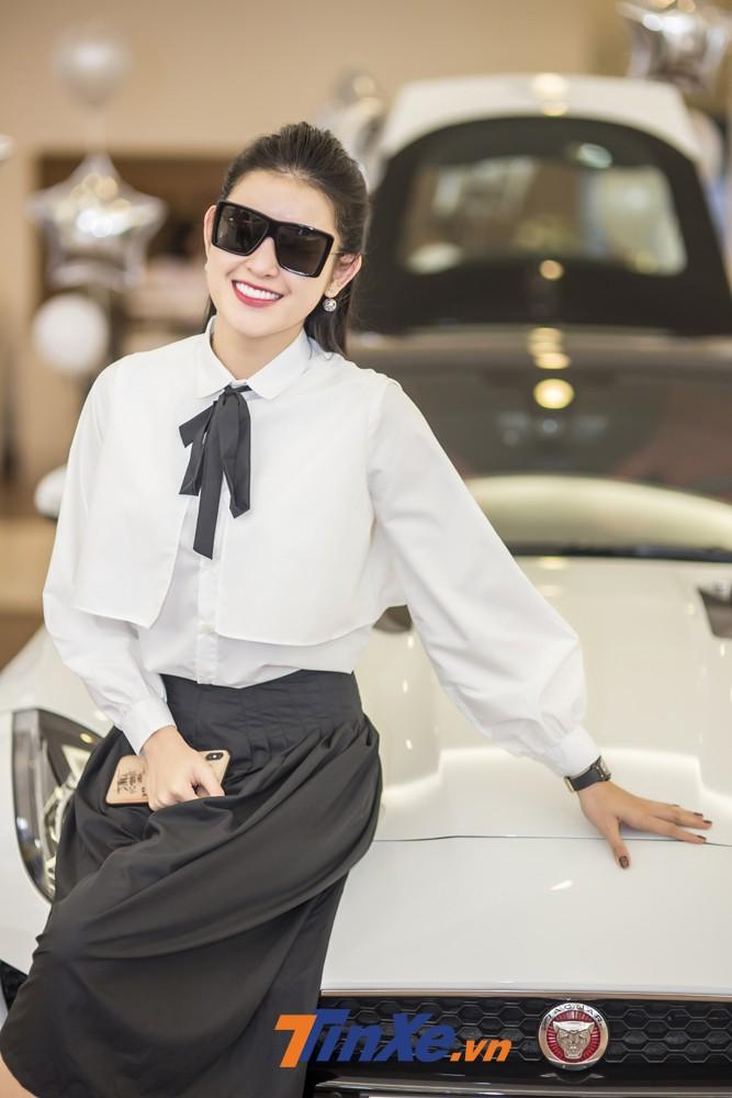 Sau Mercedes-Benz, Jaguar là thương hiệu xe thể thao hạng sang được Á hậu Huyền My lựa chọn.
