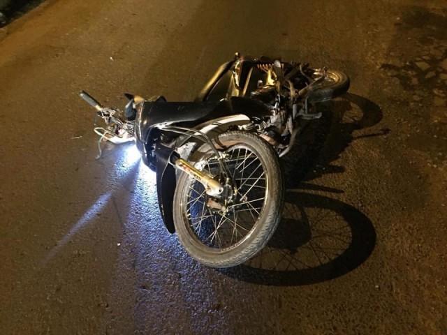Chiếc xe máy của nạn nhân tại hiện trường vụ tai nạn
