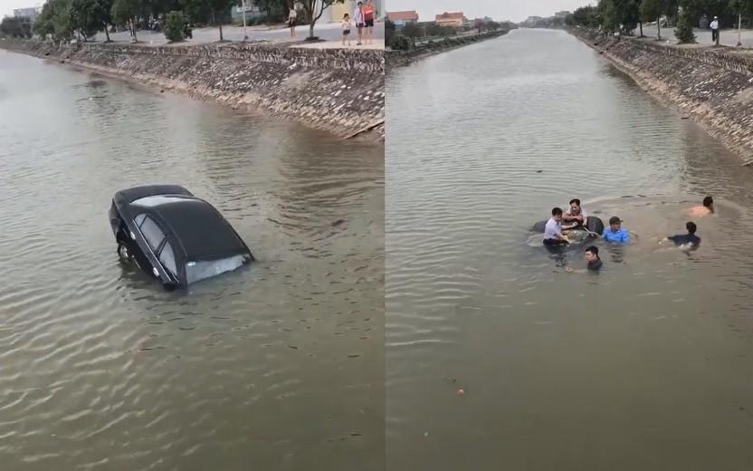 Sau khi tài xếđược giải cứu khỏi chiếc xe, toàn bộ chiếc xe con đã chìm xuống sông