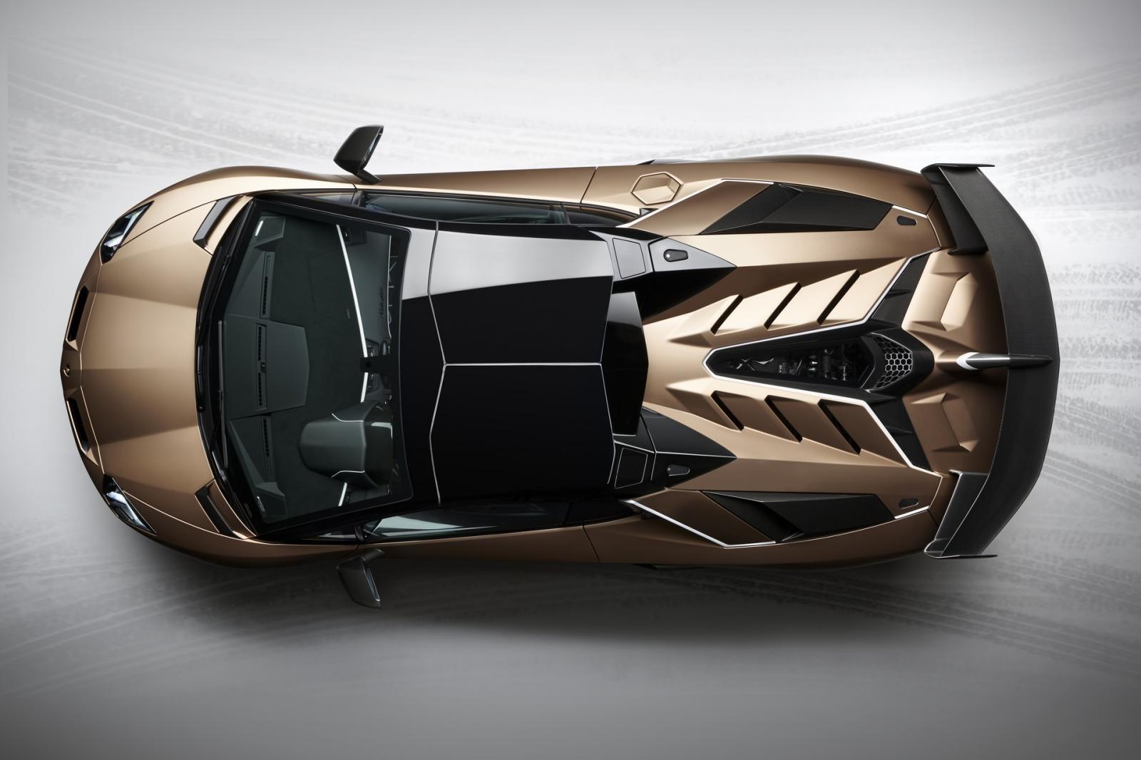 Lamborghini Aventador SVJ mui trần sở hữu mái nhà có thể tháo lắp dễ dàng bằng tay