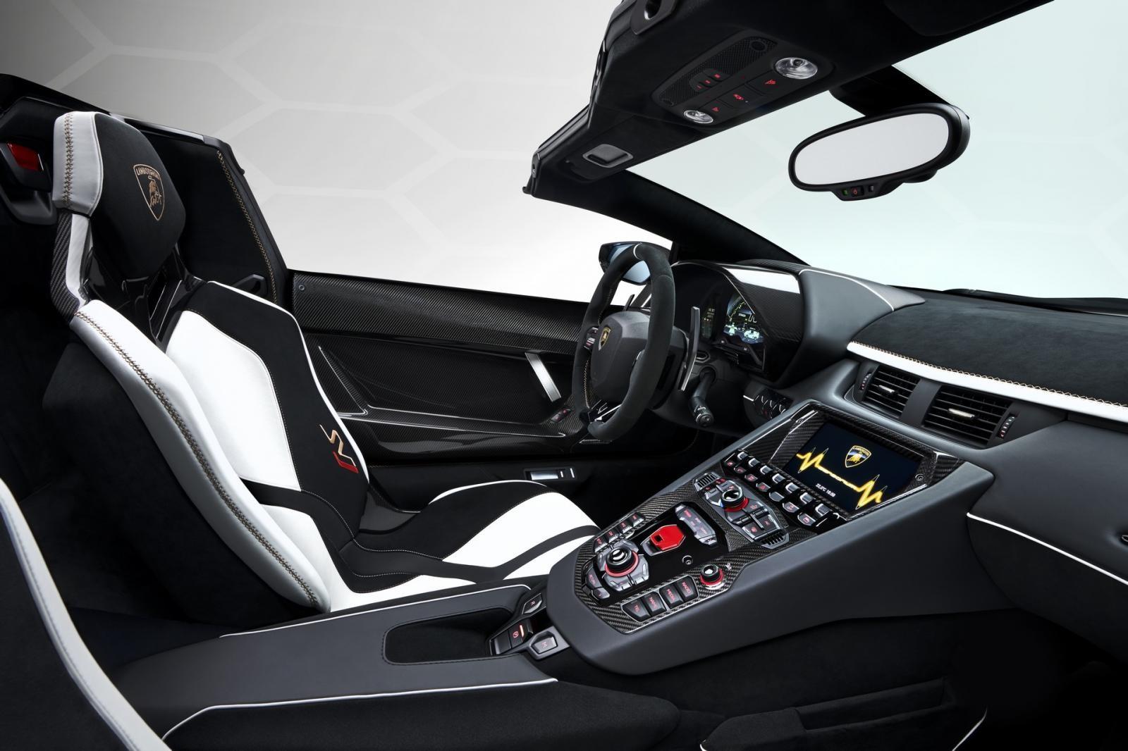 Lamborghini Aventador SVJ Roadster vẫn được trang bị khối động cơ V12