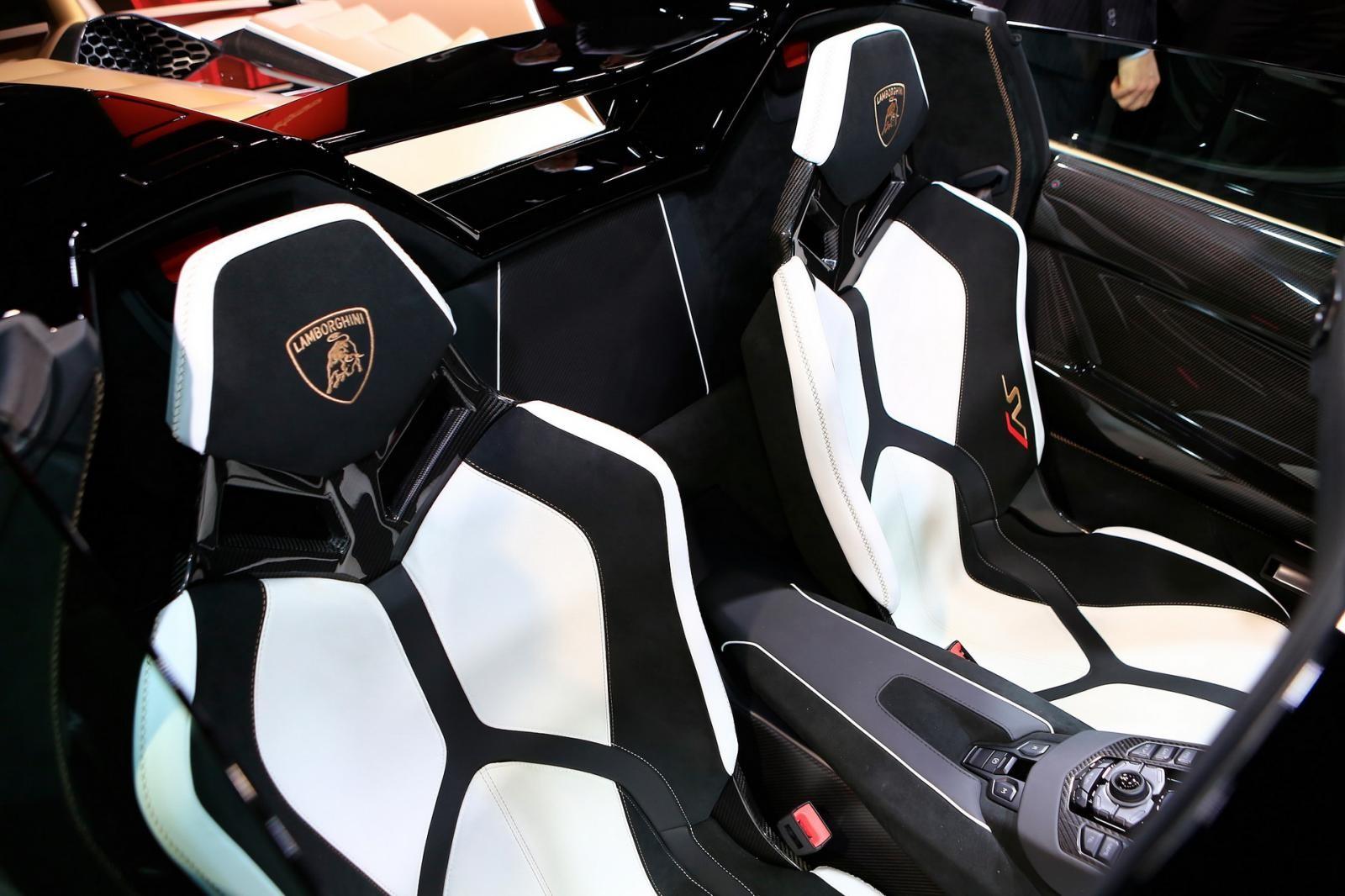 Nội thất Lamborghini Aventador SVJ Roadster trưng bày tại Geneva 2019