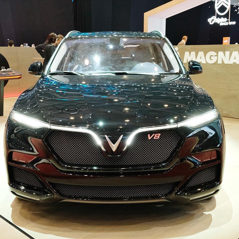 Phần đầu xe VinFast LUX SA V8 có sự thay đổi để mang lại cảm giác cá tính hơn.