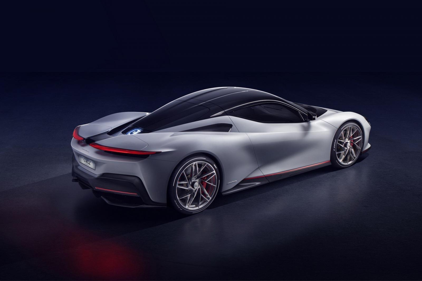 Battista có một thiết kế bắt mắt và đúng chất siêu xe