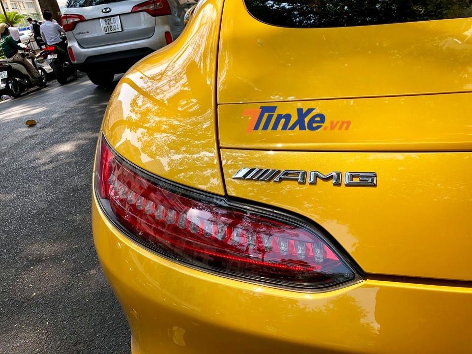 Mercedes AMG GT S chỉ mất thời gian 3,8 giây để tăng tốc 0-100 km/h