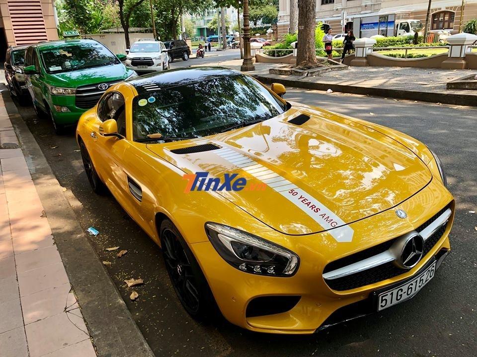 siêu xe Mercedes-AMG GT S trên đường phố Sài thành