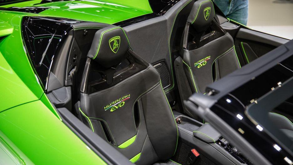 Lamborghini Huracan Evo Spyder chỉ mất thời gian 17 giây để đóng hoặc mở mui