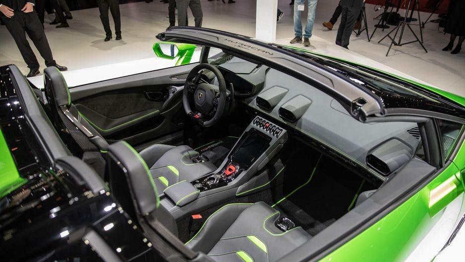 Lamborghini Huracan Evo Spyder có mái nhà di động