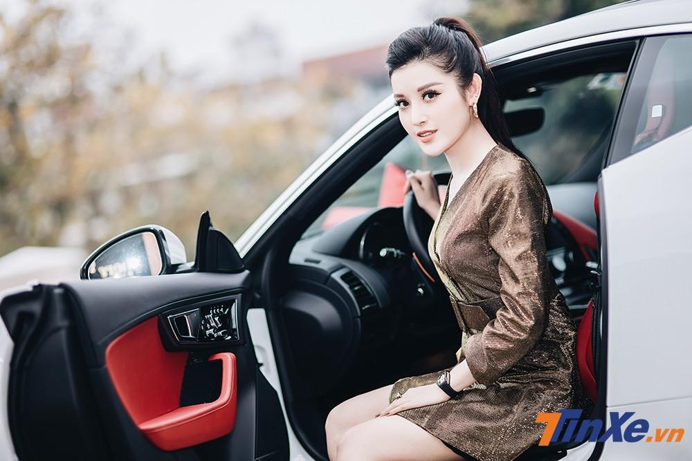 Á hậu Huyền My khoe dáng nuột bên Jaguar F-Type mới sắm - 8