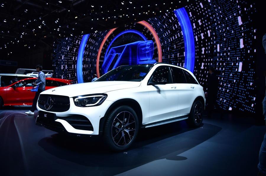 Bản nâng cấp giữa vòng đời Mercedes-Benz GLC 2019 được giới thiệu tại triển lãm Geneva Motor Show trước khi phân phối đầu tiên ở thị trường Anh vào mùa hè tới