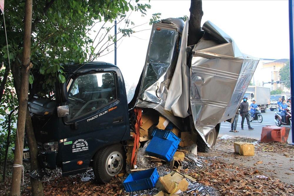 Chiếc xe tải chở đinh ốc vít trong vụ tai nạn