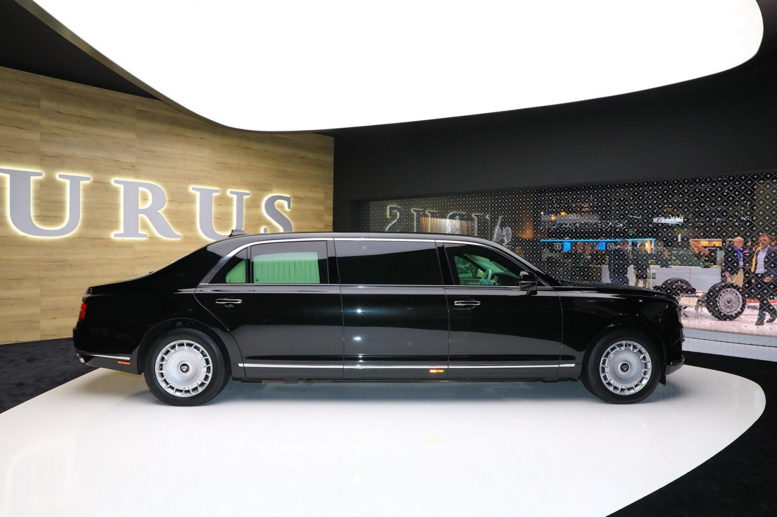 Aurus Senat limousine với kích thước lớn