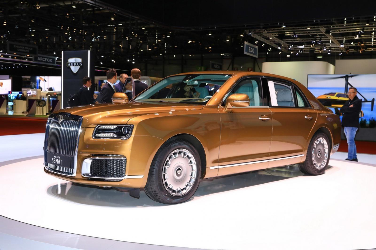 Aurus Senat sedan với màu sơn ngoại thất vàng kim đẹp mắt
