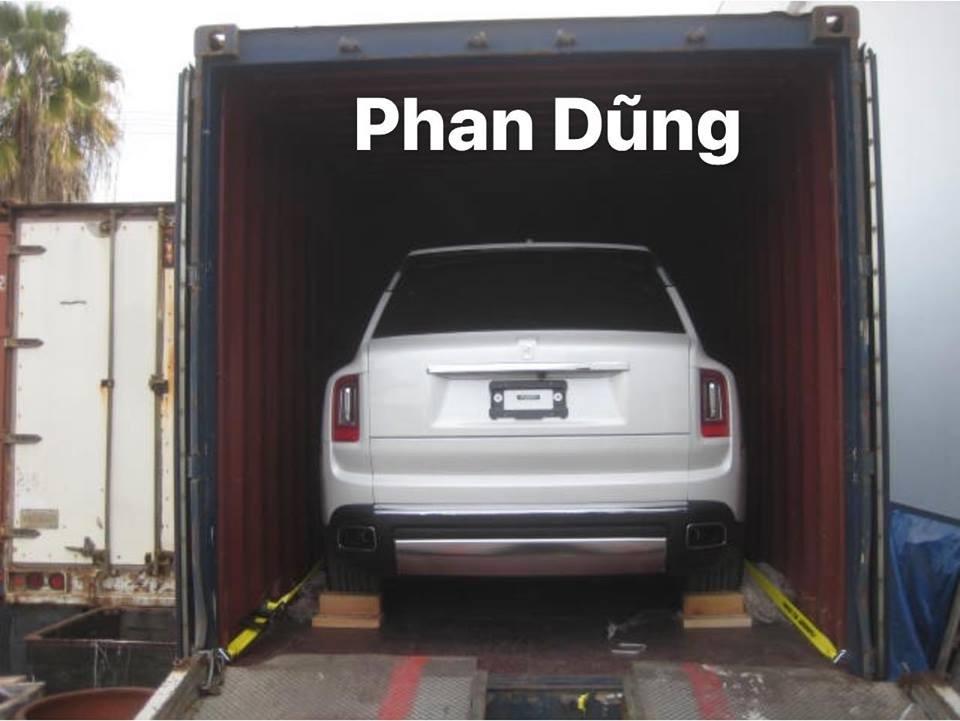 Chiếc Rolls-Royce Cullinan 2019 đầu tiên về Việt Nam