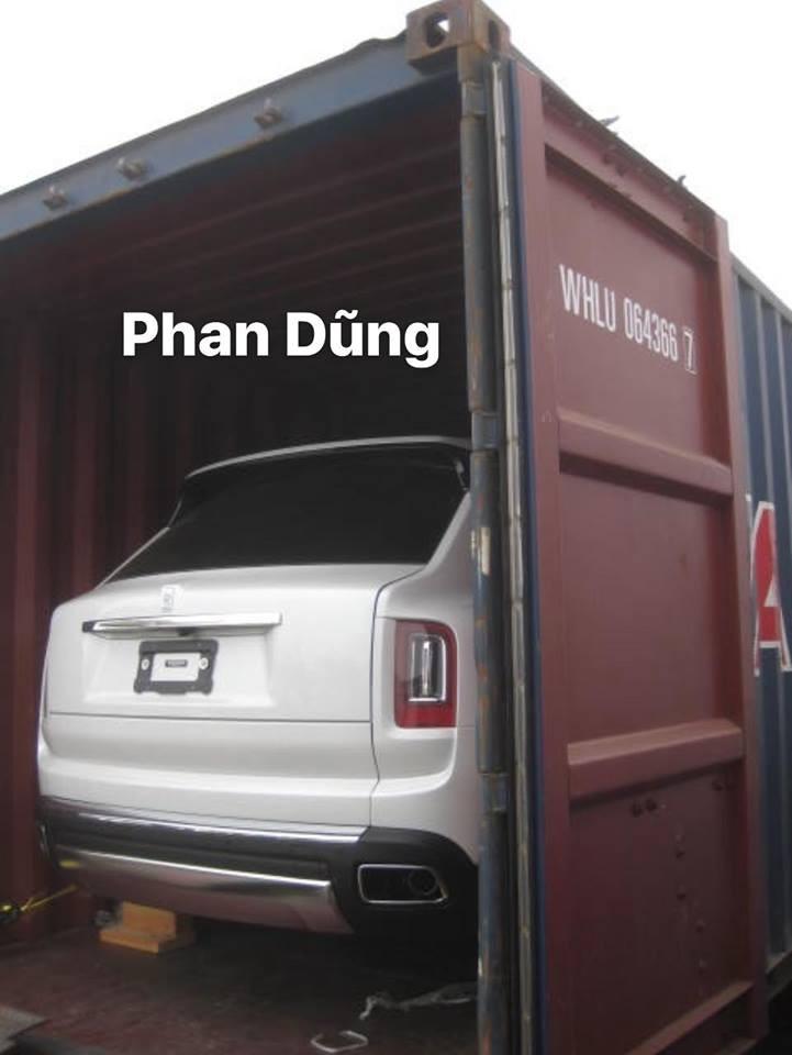 Chiếc Rolls-Royce Cullinan 2019 này là xe nhập khẩu tư nhân nên không rõ giá bán