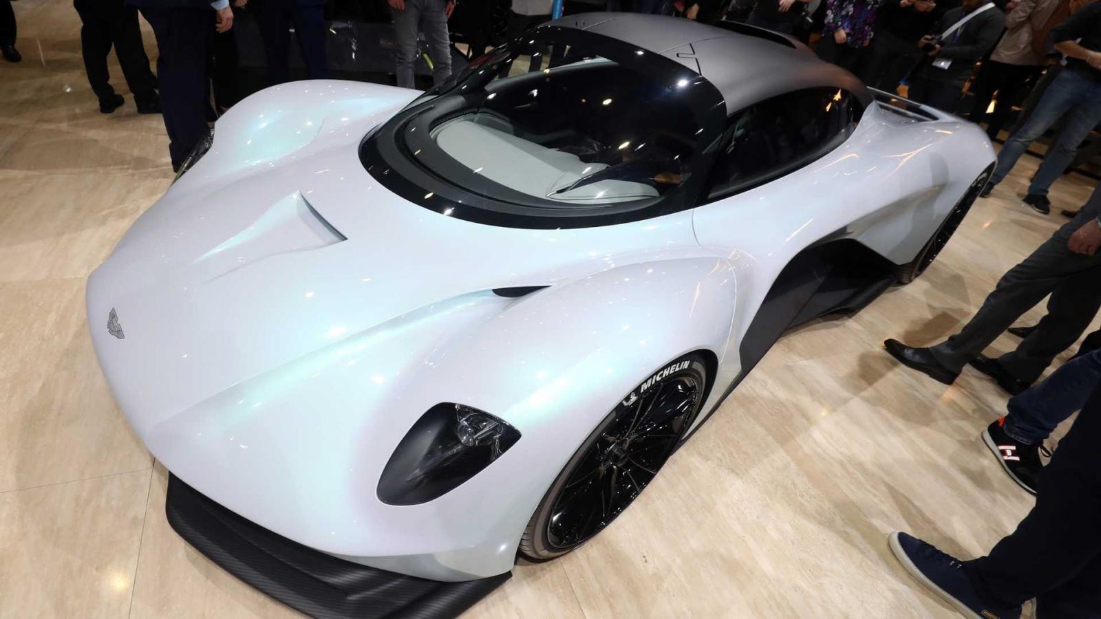 Mẫu siêu xe hoàn toàn mới Aston Martin AM-RB 003 chịu nhiều ảnh hưởng thiết kế từ Aston Martin Valkyrie