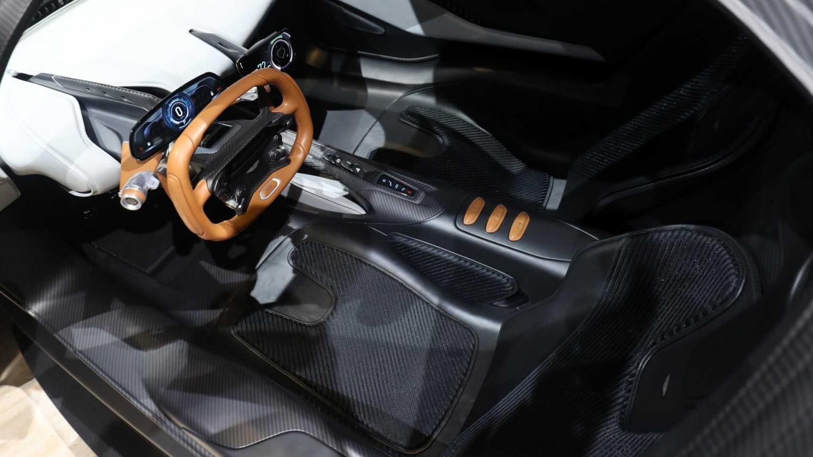 Nội thất Aston Martin AM-RB 003 khá tối giản