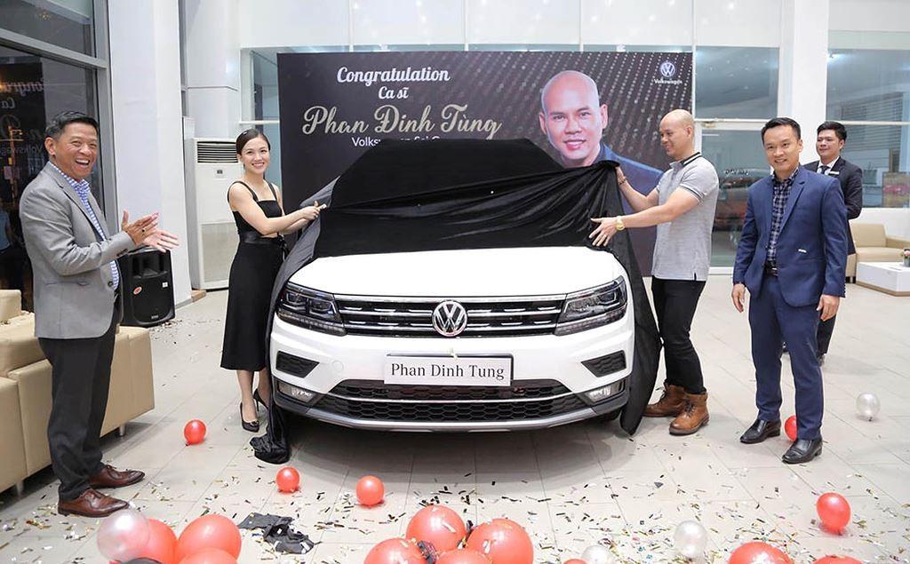 Nam ca sĩ Phan Đinh Tùng tậu xe Volkswagen Tiguan Allspace 2019 có giá hơn 1,7 tỷ đồng