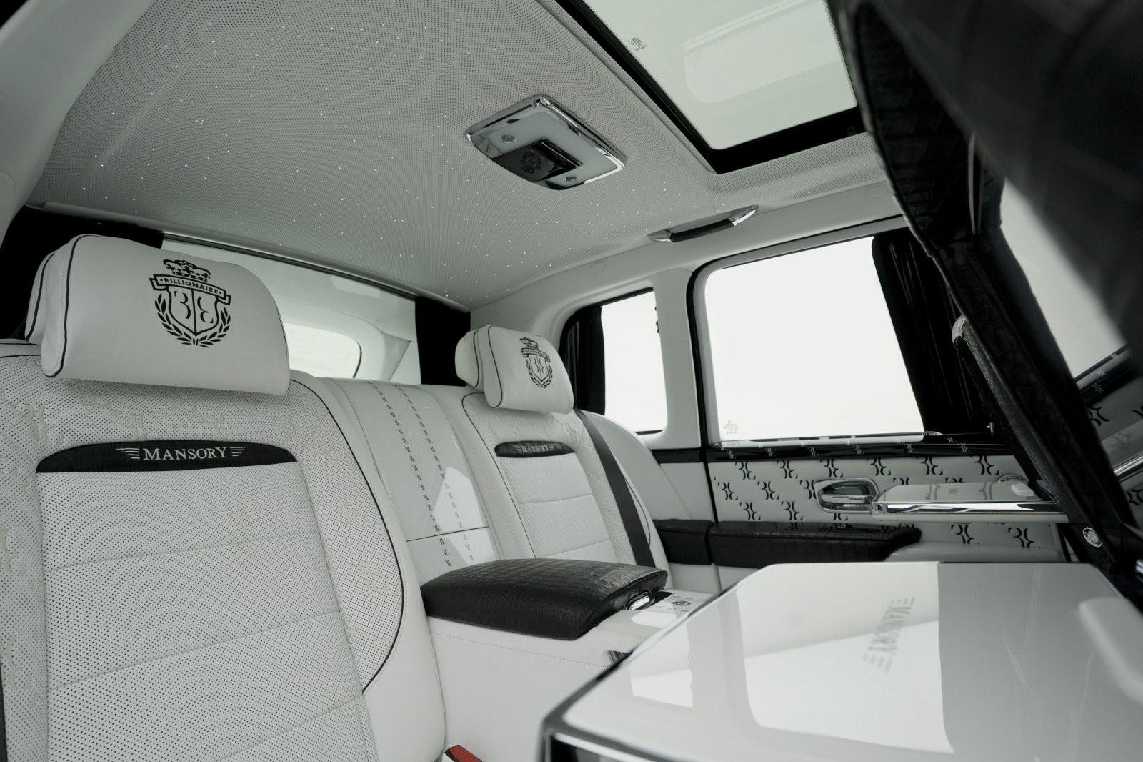 Tông màu trắng được chọn làm chủ đạo cho nội thất của Rolls-Royce Cullinan Billionaire Mansory