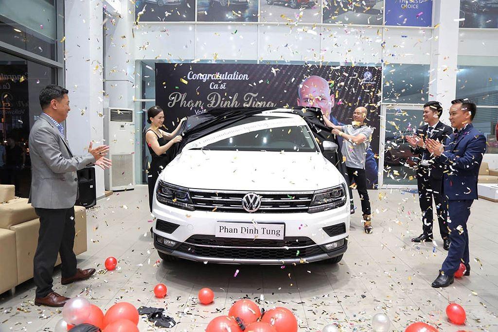 Volkswagen Tiguan Allspace 2019 của Phan Đinh Tùng có màu sơn trắng